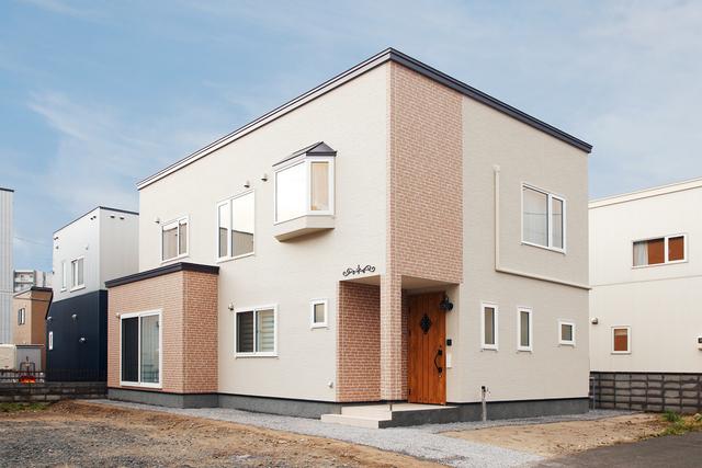 優美で洗練されたデザインの家
